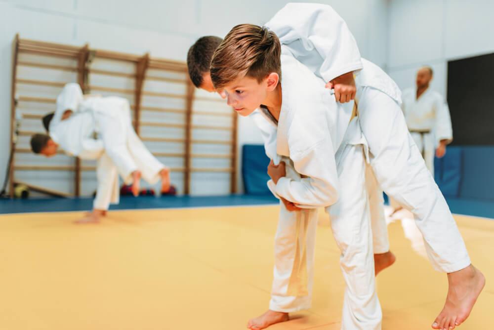 O esporte traz disciplina, espírito de disputa e respeito para o aprendizado.